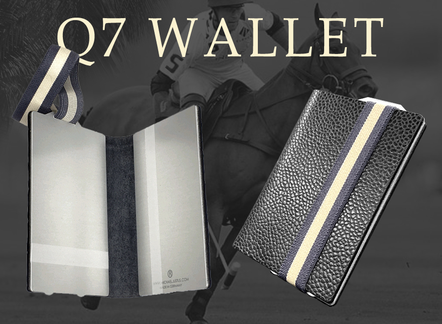 This photo shows the Kartenetui Q7 WALLET once in open and once in closed view